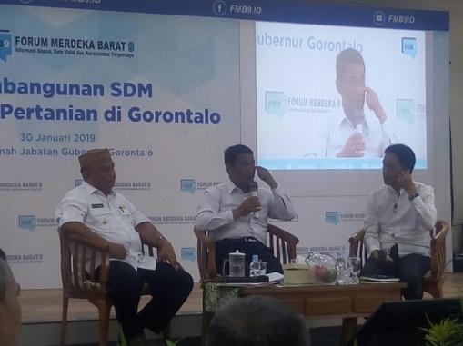 Dari kiri ke kanan: Gubernur Provinsi Gorontalo Rusli Habibie, Menteri Pertanian Andi Amran Sulaiman, dan Wakil Rektor 1 UNG Mahludin